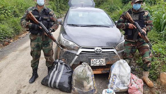 Los ocupantes del vehículo abandonaron la unidad a unos metros de los agentes del orden al percatarse que se estaba realizando un operativo en el sector | Foto: PNP