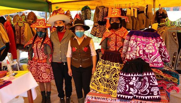 Los maestros artesanos podrán ofertar su arte durante la semana en dibujo, pintura, platería, telar, tejido, peletería, entre otros (Foto. Gore Cusco)