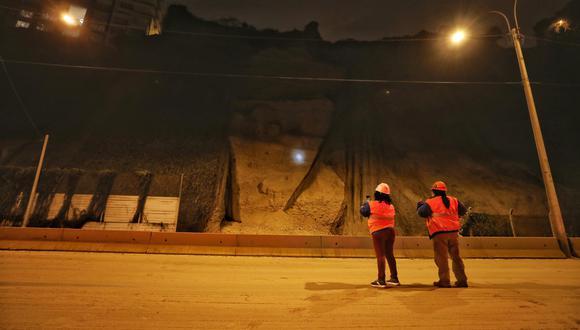 El Centro de Operaciones de Emergencia Nacional (COEN) informó que personal de la Municipalidad de Lima realiza la limpieza de la vía. (Foto: Municipalidad de Lima)