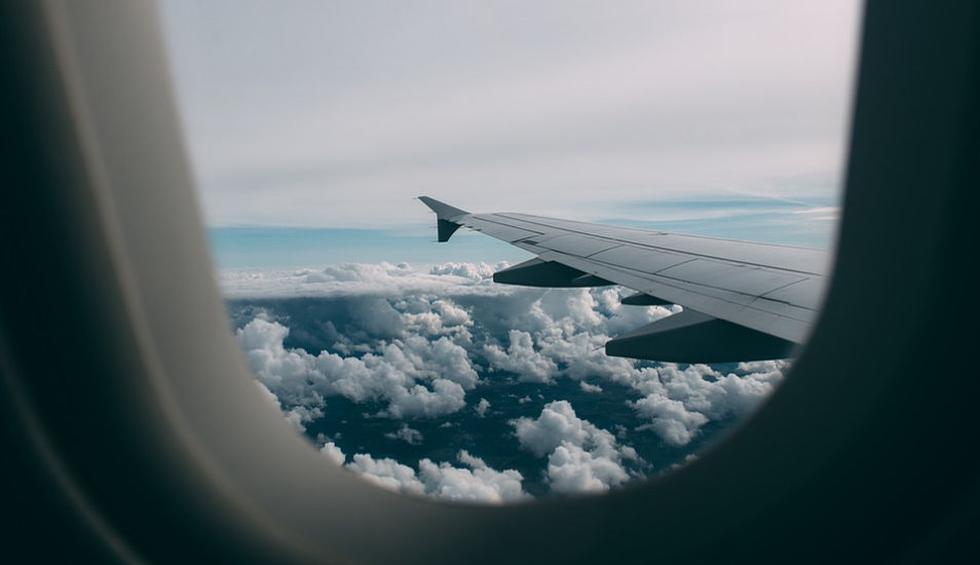Una pasajera se dio cuenta que su bebé estaba a punto de nacer, y en vista de que había doctores a bordo, pudo ser atendida rápidamente en el avión. (Pixabay / StockSnap)