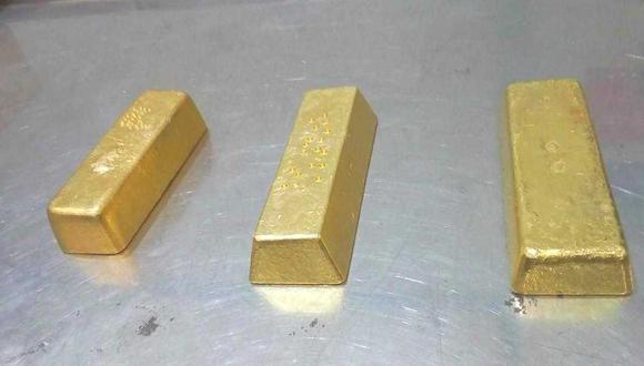 Estas son tres de las siete barras valorizadas en S/6,9 millones que se incautó a dos empresas mineras que hacían millonarios envíos de oro a la India. Existen fuertes sospechas de minería ilegal y lavado de activos detrás de estos negocios. (Foto: MP)