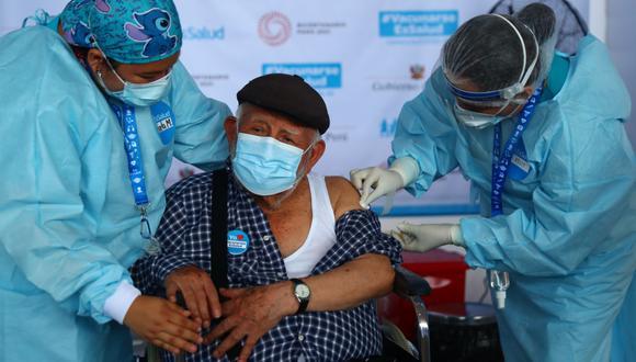 En la segunda etapa de inmunización de los mayores de 80 años, se les aplicará la dosis de Pfizer. Será en nueve centros vacunatorios que están ubicados en Lima y Callao. (FOTO: Hugo Curotto)