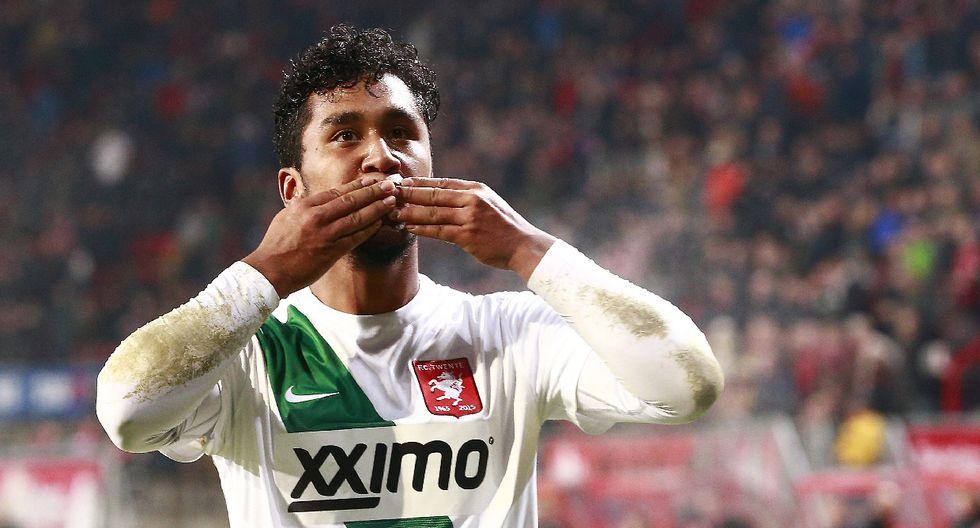 Renato Tapia acapara la atención con su gol en el FC Twente - 2