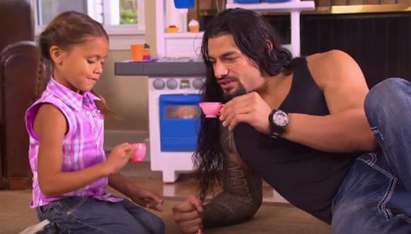 Día del Padre: Roman Reigns mostró su lado tierno con su hija
