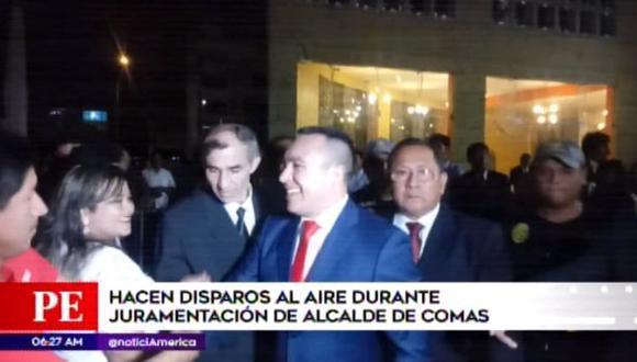 Hacen disparos al aire en juramentación de nuevo alcalde de Comas. (Captura: América Noticias)