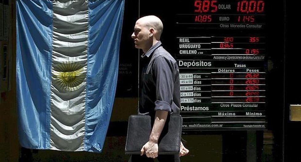 Las calificadoras de riesgo rebajan la calificación de la deuda Argentina y mantienen el temor a que no consiga honrar su compromisos. (Foto: Reuters)