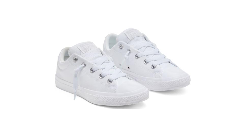 Zapatillas urbanas para niño(a) con suela acolchonada. Ideal para largas caminatas. Precio: S/ 179 Dónde: Tiendas Converse y Coliseum