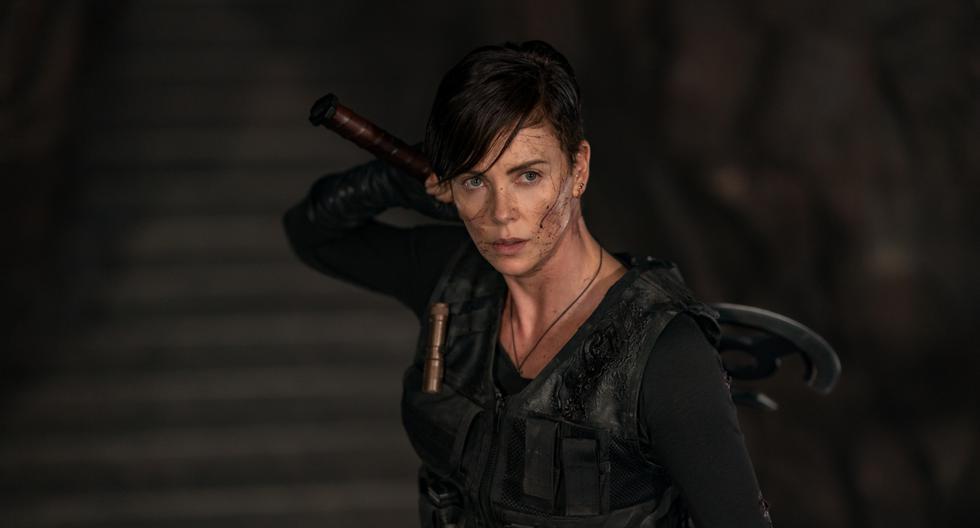 """Charlize Theron es Andy en """"La Vieja Guardia"""" (""""The Old Guard""""), una guerrera inmortal que siente el peso de sus batallas. Además de tener el rol protagónico, Theron es productora ejecutiva en la película. Foto: Netflix."""
