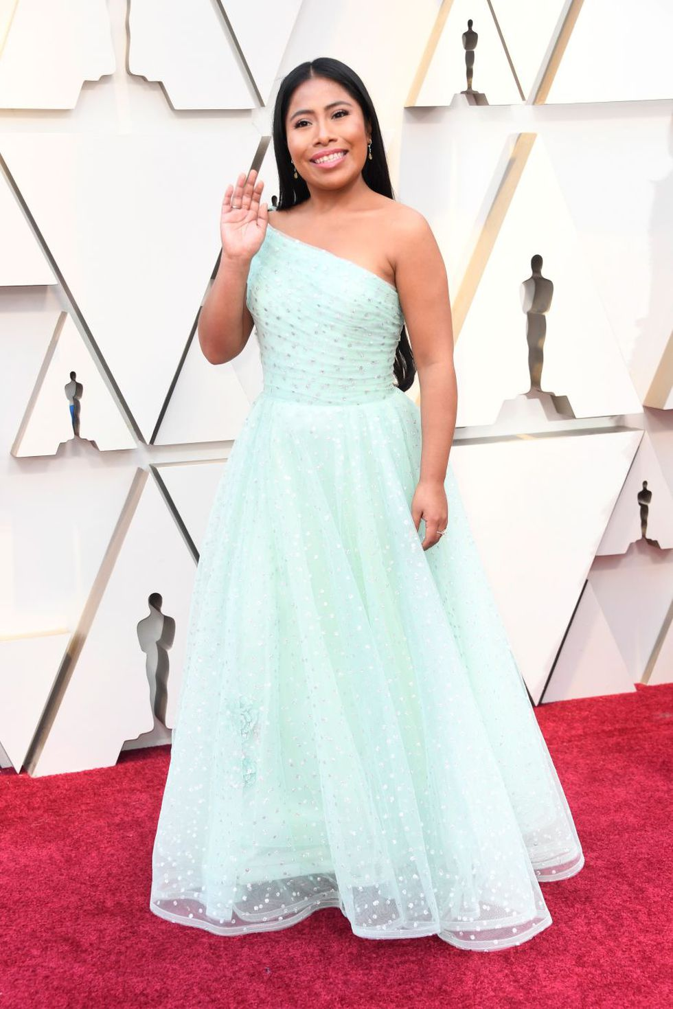 """Yalitza Aparicio, la protagonista de """"Roma"""", en la alfombra roja del Oscar 2019 (Foto: AFP)"""