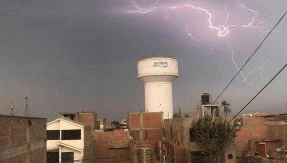 Lima registró relámpagos en el cielo la mañana de este lunes 24 de mayo. (Foto: Twitter Jaime Borda)