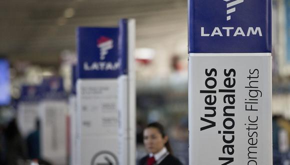 """Latam aseguró que continuará operando sus vuelos nacionales e internacionales """"en la medida de que la actual normatividad del Estado de Emergencia"""" en Perú se lo permita. (Foto: AP)"""