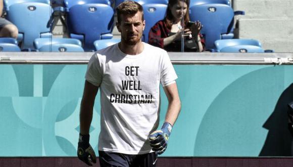 La selección de Finlandia salió al campo con una camiseta con un mensaje para Christian Eriksen. (Foto: AFP)