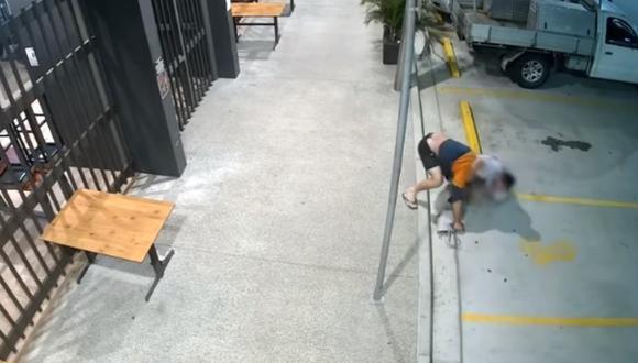 Una mujer australiana persiguió y derribó al ladrón que le había robado su bolso. El momento se volvió viral en las redes sociales. (Foto: Storyful News / YouTube)
