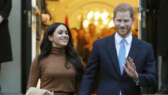 Meghan Markle junto a su esposo el príncipe Harry. La actriz recibió el apoyo de otras celebridades tras su entrevista con Oprah Winfrey. (Foto: AP/Frank Augstein, File)