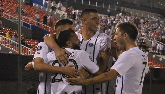 Libertad, en un partido bastante atractivo, superó por 4-1 a Universidad Católica en Asunción, por la primera fecha de la Copa Libertadores. (Foto: AFP)
