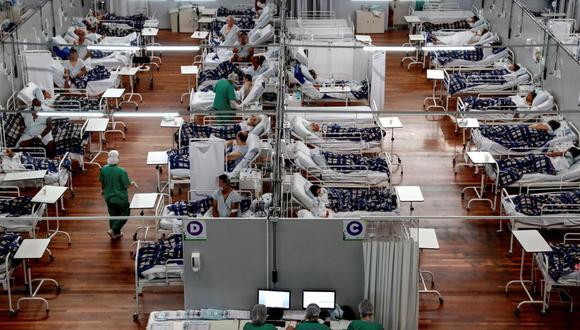 Pacientes en tratamiento contra el coronavirus Covid-19 en el Hospital Municipal de Campaña Pedro Dell Antonia, en la ciudad de Santo André, en el estado de Sao Paulo, Brasil. (EFE/Sebastiao Moreira).