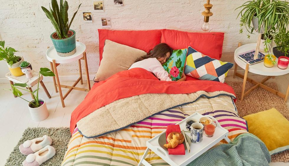 Cobertores con reverso de corderito: Los diseños lisos y estampados los hacen más originales, y el reverso permite tener solo el cobertor para estar abrigado en invierno. (Foto: Difusión)
