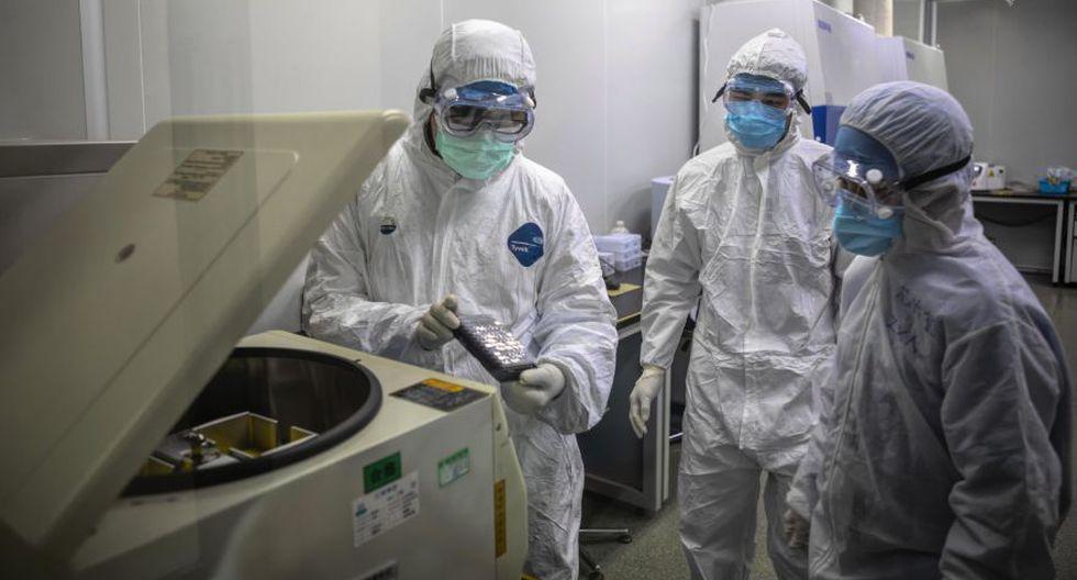 Los empleados trabajan en el laboratorio DaAn Gene en Guangzhou, provincia de Guangdong.  (Foto: EFE).