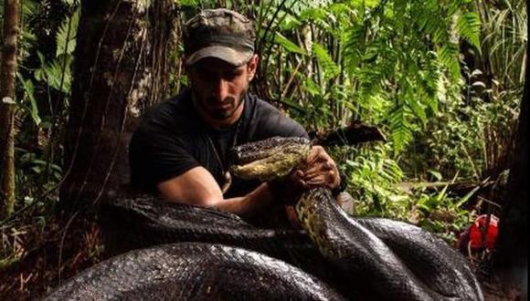 YouTube: se deja tragar por una anaconda en un documental