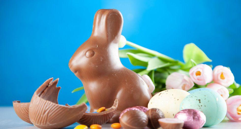 Huevos de pascua rellenos con gomitas o lentejas de chocolate. (Pexels)