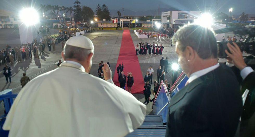 El mandatario despidió al papa Francisco, quien se dirige de retorno a Roma. (Foto: AFP)