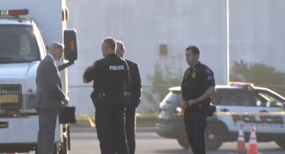 Imagen de policías en el condado de Suffolk, en la periferia de Nueva York. El hijo fue rápidamente capturado, y brevemente hospitalizado. (Captura de video / CBS New York).