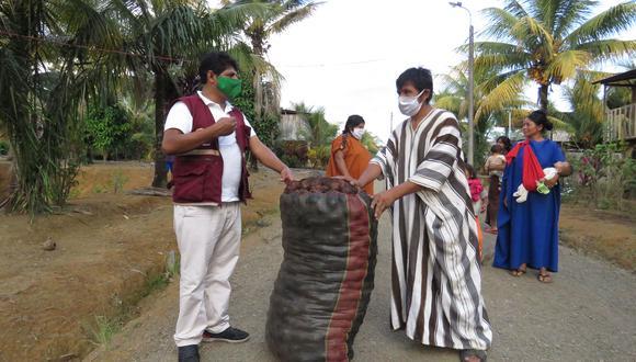 Cada familia de las 13 comunidades machiguengas y asháninkas que hay en Kimbiri recibió un saco lleno de papas. (Foto: Jorge Quispe)