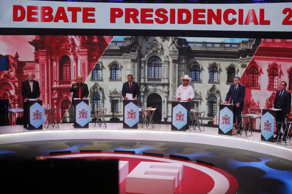 Este martes se llevó a cabo el segundo debate presidencial entre los postulantes de los diferentes partidos a la presidencia del Perú. Participaron seis candidatos: Hernando de Soto (Avanza País), Daniel Urresti (Podemos Perú), Ollanta Humala (Partido Nacionalista), Andrés Alcántara (Democracia Directa), José Pedro Castillo (Perú Libre) y José Vega (Unión por el Perú). (Mario Zapata Nieto / @photo.gec)