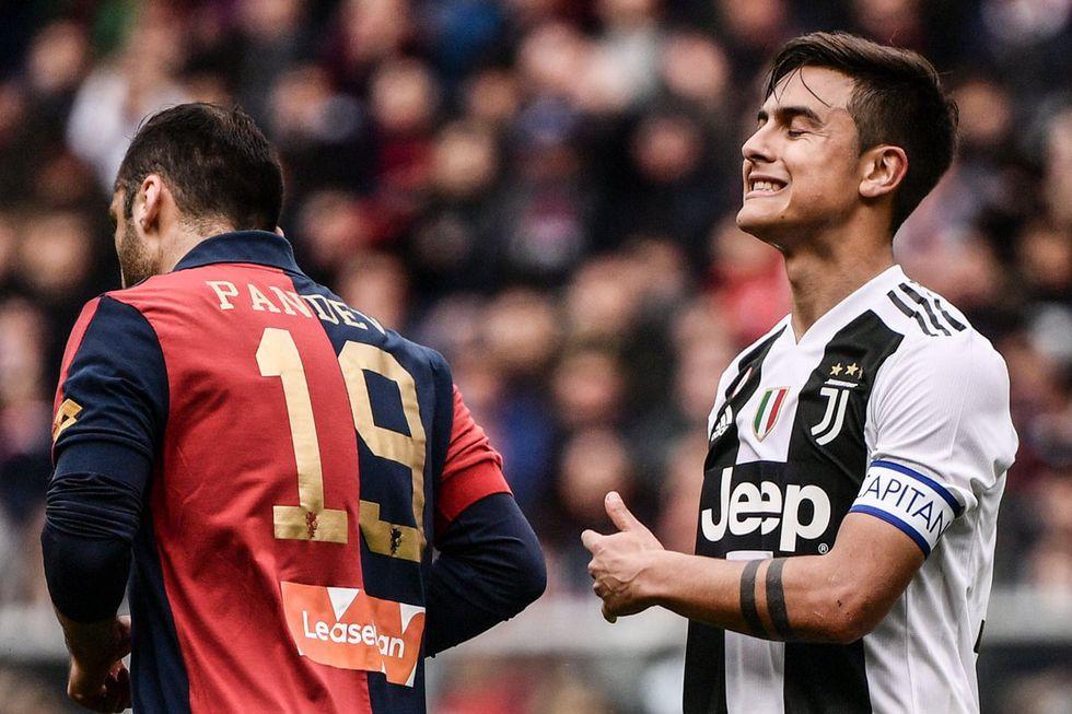 Dybala lamentándose por la derrota de la Juventus. (Foto: AP)