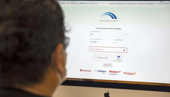 El nuevo cronograma para el retiro de 17,600 soles es válido para todos los afiliados de las AFP que viven en el Perú y en el extranjero. (Foto: Referencial / El Comercio)