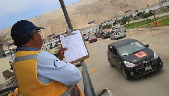 El centro de emisión de licencias de conducir de Conchán funciona dentro del local del Touring en Villa El Salvador. (Foto: Dante Piaggio / El Comercio).