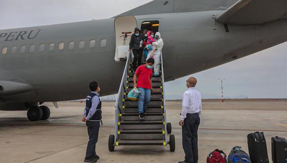 Desde el Grupo Aéreo Nº 8, cuatro ambulancias del Servicio de Atención Móvil de Urgencia (SAMU), dos del Seguro Social y una del Hospital Naval recibieron a 9 adultos y un menor de edad. (Minsa)
