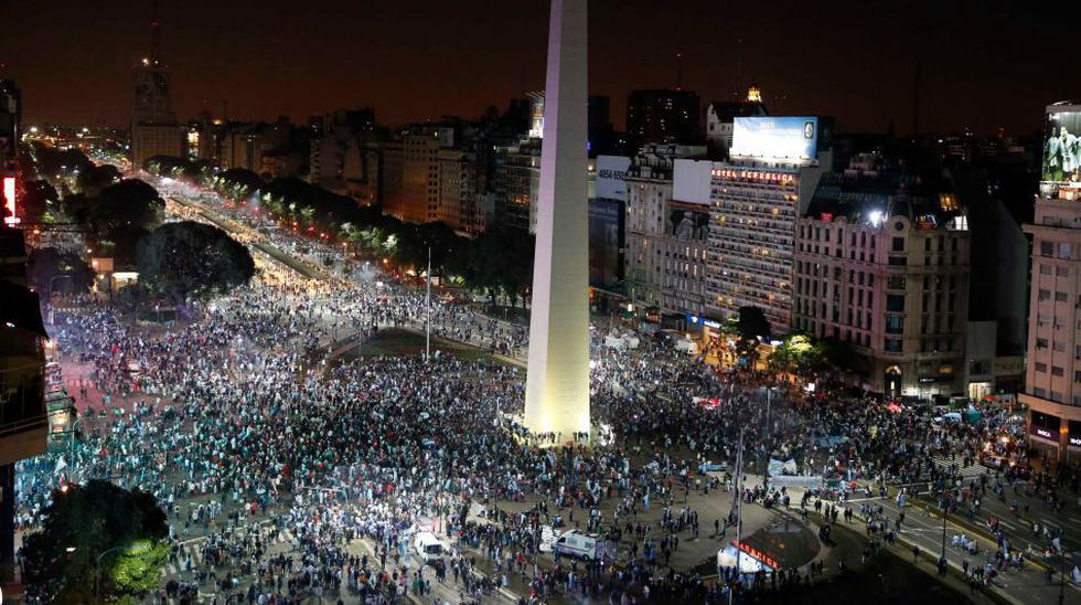Miles en el Obelisco: el llanto de los hinchas argentinos  - 1
