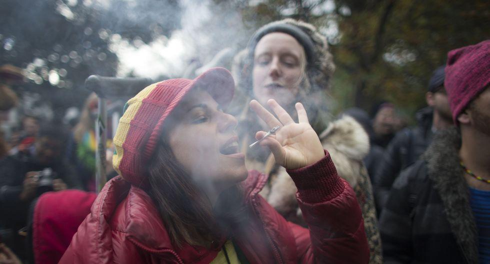 Estados Unidos recuerda a viajeros que es ilegal llevar marihuana desde Canadá (Foto: AFP)