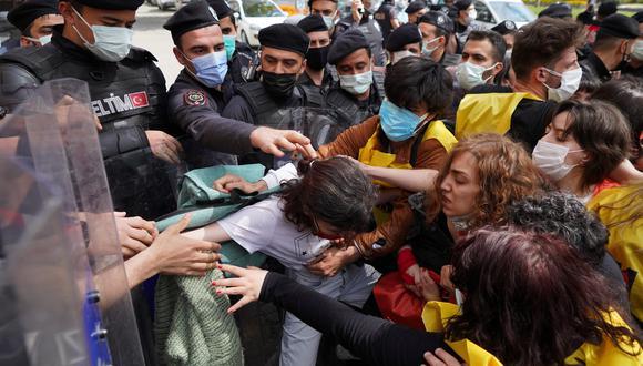 Imagen de hoy, de las protestas en Turquía durante el Día del Trabajo. REUTERS
