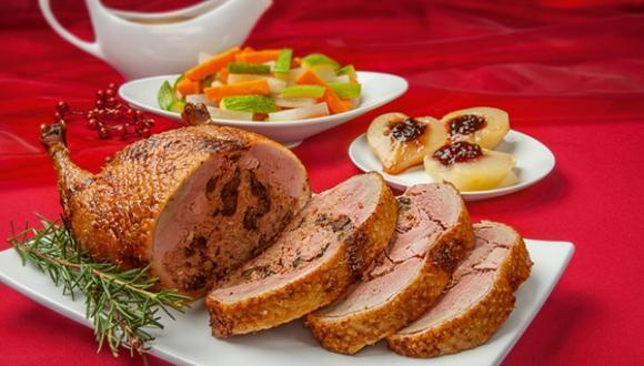 Pato relleno con guindones al coñac, peras Papa Noel y verduras glaseadas