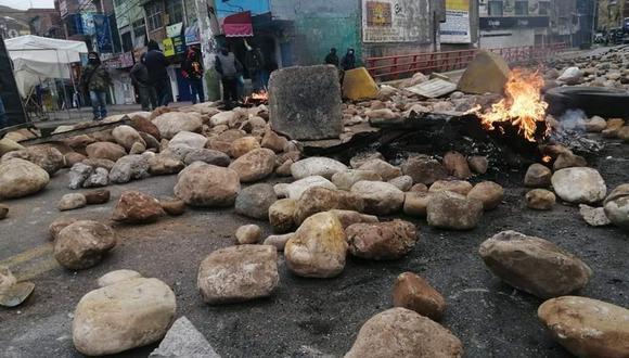 La Oroya: Trabajadores de Doe Run bloquean Carretera Central con piedras y llantas quemadas. (Foto: Difusión)