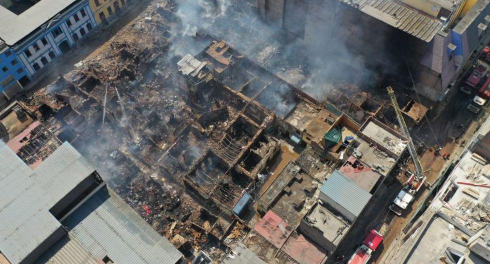 El viernes por la tarde se reportó un incendio en Mesa Redonda, exactamente en un almacén ubicado en la cuadra 7 de Jirón Cuzco. (Foto: Giancarlo Ávila /GEC)