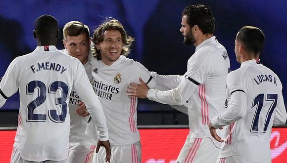 Con goles de Benzema y Kroos, Real Madrid ganó al Barcelona en el Clásico de España por la jornada 30 de LaLiga. (Foto: AFP)