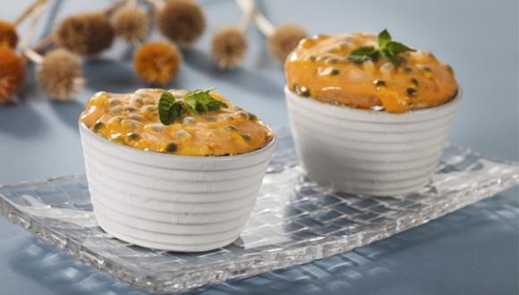 Soufflé helado de maracuyá