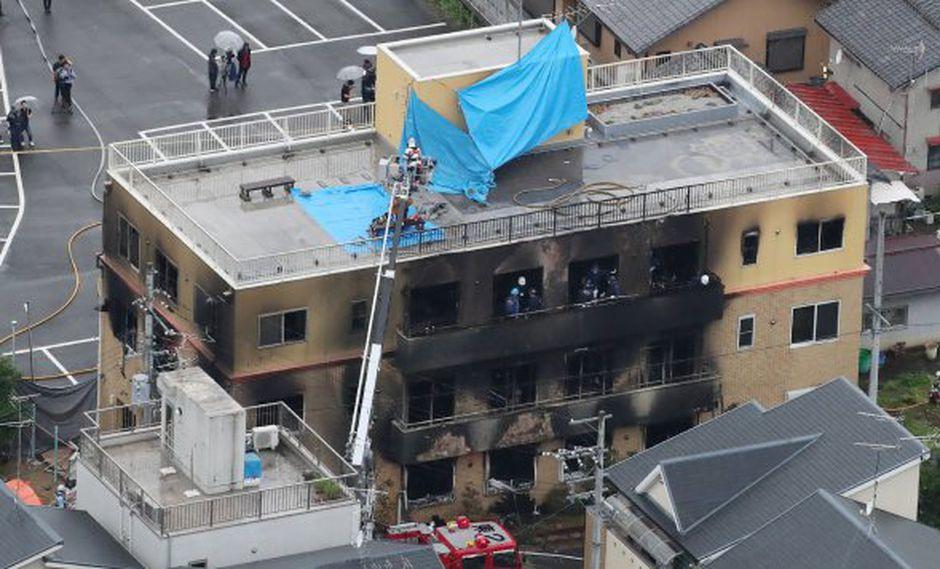 Vista aérea muestra el rescate y recuperación después del incendio en el edificio de Kyoto Animation. (Foto: AFP)