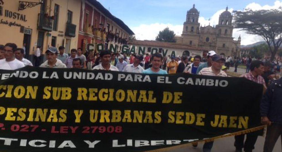 Dirigentes antimineros marchan por las calles de Cajamarca