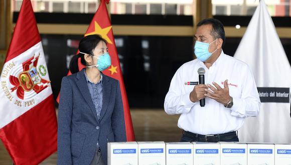 Li Yun, consejera política de la Embajada de China, junto al ministro César Gentille. (Foto: Ministerio del Interior)