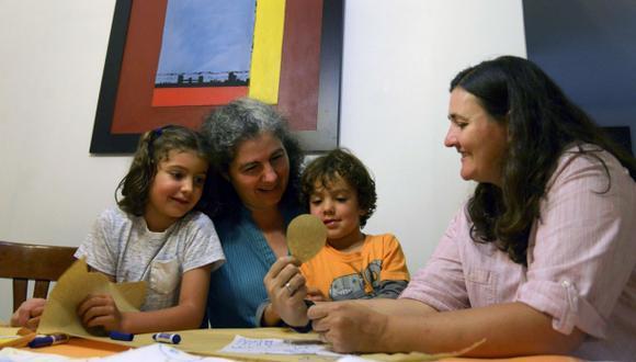 Colombia: Gobierno aplaude que los gays puedan adoptar niños