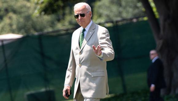 El presidente estadounidense Joe Biden camina hacia Marine One antes de partir desde el jardín sur de la Casa Blanca en Washington, DC. (Foto: SAUL LOEB / AFP)