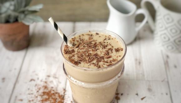 El batido combina la dulce cremosidad de la leche con la fuerza del café. (Foto: David English / Pixabay)