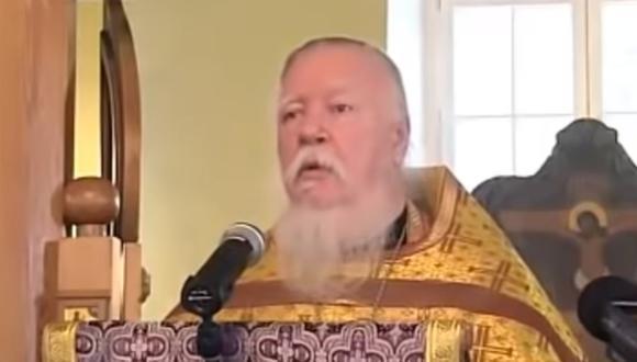 El arcipreste Dimitri Smirnov arremetió también contra las mujeres ortodoxas que se casan con ateos o personas que profesan otras religiones no cristianas. Foto: Captura de video