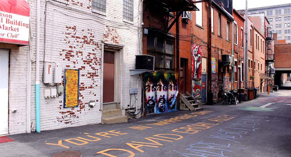 El callejón funciona como galería gratuita al aire libre donde se pueden ver distintas expresiones artísticas dedicadas al líder de Foo Fighters. (Foto: Flickr)