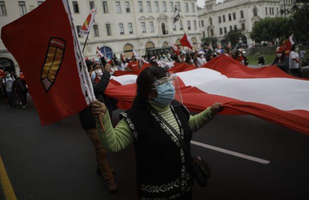 Simpatizantes de Perú Libre se movilizaron este miércoles 9 de junio por las calles del centro de Lima | Foto: Joel Alonzo / @photo.gec