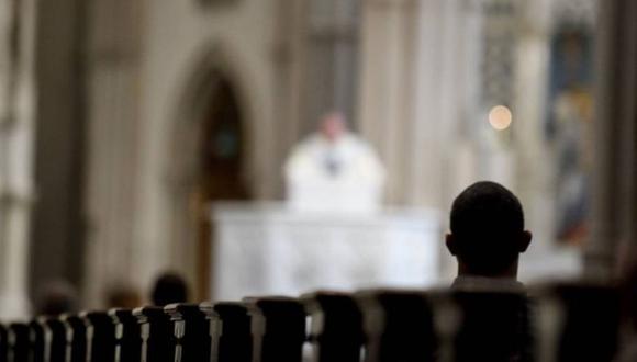 Autoridades religiosas informaron que de los 31 curas que aparecen en la lista, 17 ya fallecieron. | Foto: AFP / Referencial